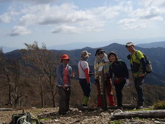 ここが本日最高地点、桜谷山825m