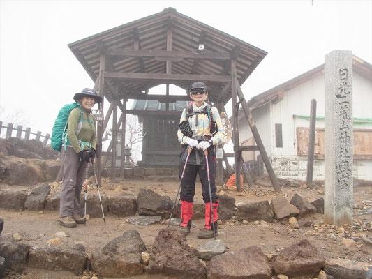 日光二荒山神社奥宮のある山頂に到着