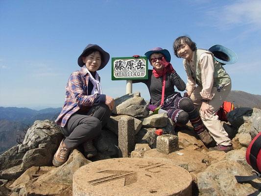 藤原岳山頂にて