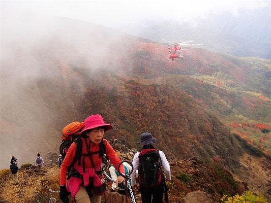 朝日岳に向かう途中で、遭難者救助の現場に遭遇
