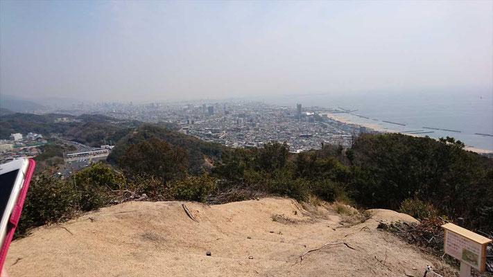 鉄拐山(てっかいさん)山頂から神戸市街と瀬戸内海