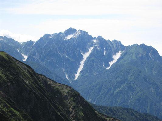 鹿島槍ケ岳南峰から剱岳 長い雪渓は長次郎谷かな
