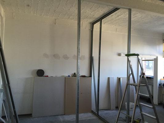 Das neue Ständerwerk für das Büro.