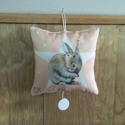 Coussin musicale lapin rose