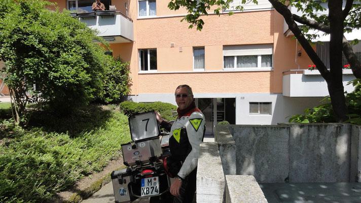 Demonstrationen des Fensterrechts_CH_Bülach / die Umrisse sind leider nur noch an der neuen Putzstruktur zu erahnen