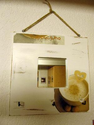 """Schlüsselhalter & Spiegel """"Cappuccino"""" weiss Shabby-Look (ca. 25.5x25.5cm) Fr. 19.-"""