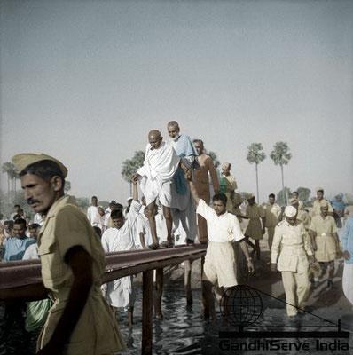 90 - Mahatma Gandhi (Ghandi) - Copyright: GandhiServe India - www.gandhiserveindia.org