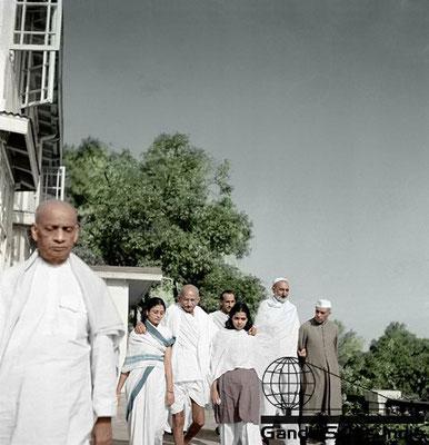 66 - Mahatma Gandhi (Ghandi) - Copyright: GandhiServe India - www.gandhiserveindia.org
