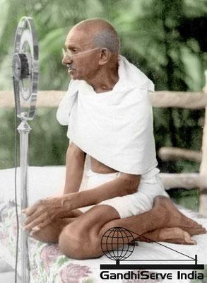 28 - Mahatma Gandhi (Ghandi) - Copyright: GandhiServe India - www.gandhiserveindia.org