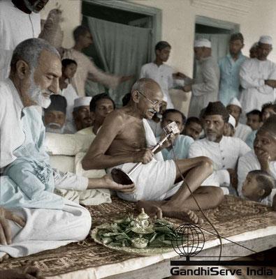89 - Mahatma Gandhi (Ghandi) - Copyright: GandhiServe India - www.gandhiserveindia.org