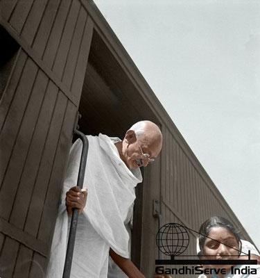 68 - Mahatma Gandhi (Ghandi) - Copyright: GandhiServe India - www.gandhiserveindia.org