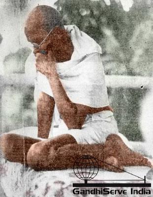 Mahatma Gandhi - Copyright: GandhiServe India - www.gandhiserveindia.org - Ghandi - colour - color