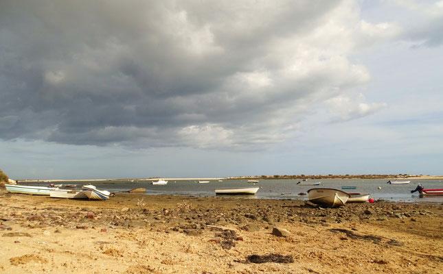 Wolkenspiele am Strand von Fabrica, Ostalgarve