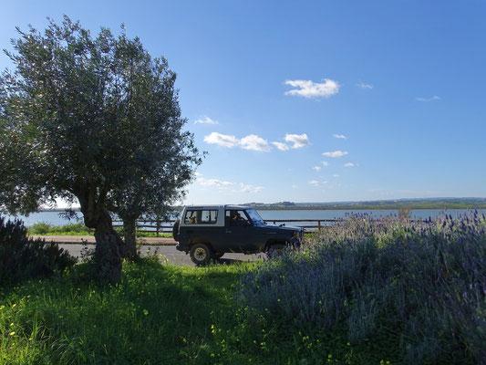 Pause am spanischen Guadiana Ufer ... die beiden Burgen von unserem Castro Marim sind auf der gegenüberliegenden Flußseite zu sehen