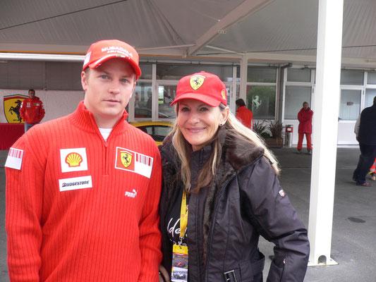 Mit Kimi Raikkönen in Maranello. Selbst mit einem F 40 auf der Strecke gewesen, eine Sternstunde für mich.