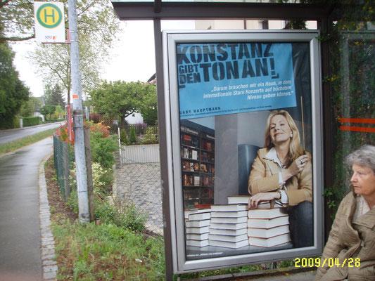 Mit dem Taktstock in der Hand - das Plakat warb für ein Konzerthaus in Konstanz. Es gibt heute noch keines.