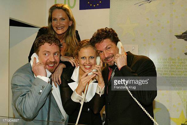 "Das ist lang her ... ""Promis"" als Benefiz-Telefonisten bei einer Spendengala in Berlin."