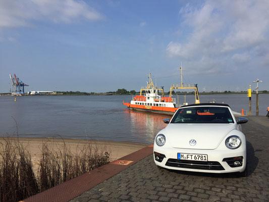 Schon die Fahrt zu meiner Lesung nach Brake im Oldenburger Land war klasse - über die Fähre mit meinem Leih-Beagle-Cabrio.