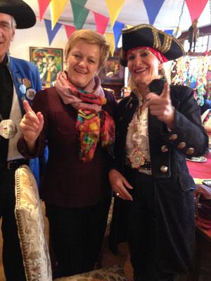 Sie musste vor das Stockacher Narrengericht: Renate Künast. Und sie hat es geschafft: Alle CDU-Narren und Gäste waren von ihrem Witz und ihrer Schlagfertigkeit hingerissen.
