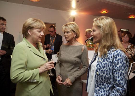 Im Kanzleramt mit Angela Merkel und Uschi Glas - die beiden kennen sich auch schon lange.