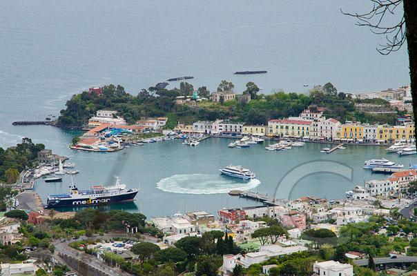 130421_RAW2045 Blick auf Ischia Porto vom Monte Rotaro