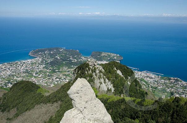 130423_RAW2221 Gipfelblick auf Forio und Lacco Ameno