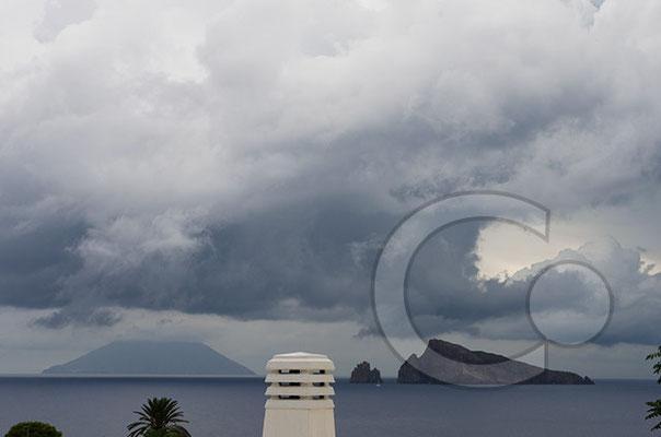 130912_RAW4155_Panarea, Blick auf Stromboli