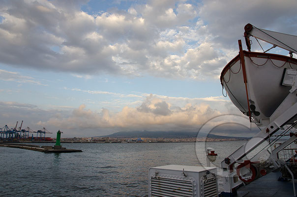 130420_RAW2014 Neapel Fähre Vesuv