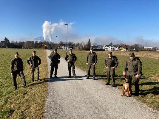 Die 20 km-Marschgruppe bestehend aus Wm Grundner, Wm Hofer, Wm Dandler, Wm Etzer, Zgf Nell, Zgf Schwab und Zgf Eisenberger samt vierbeinigen Begleiter.