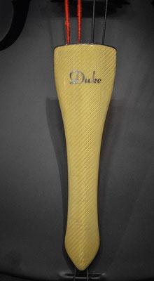 Duke Composite mit goldenem Kevlar Griffbrett udn Saitenhalter