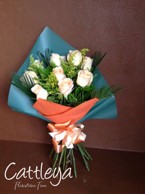 RR#09  $580.-  [12 rosas color]