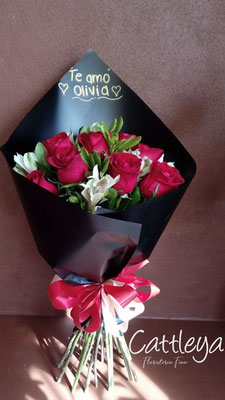 RR#18  $580.-  [12 rosas color]