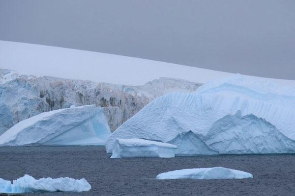 vorbei an Eisbergen