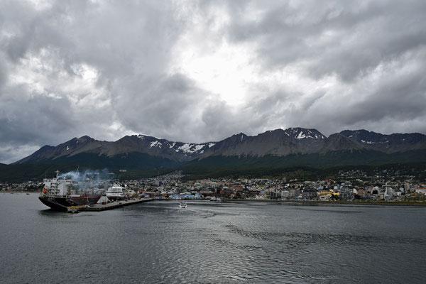 ein Blick zurück in den Hafen von Ushuaia