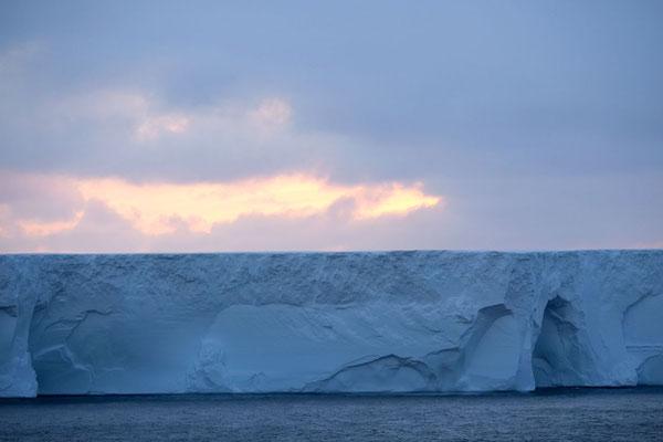 ein großer Eisberg