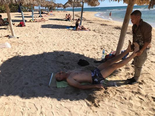 Traile m'offre un massage sur la plage de Rancho Luna