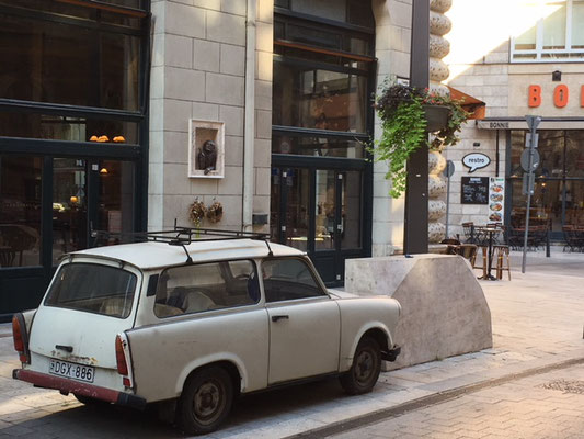 Une Trabant dans les rues de Budapest