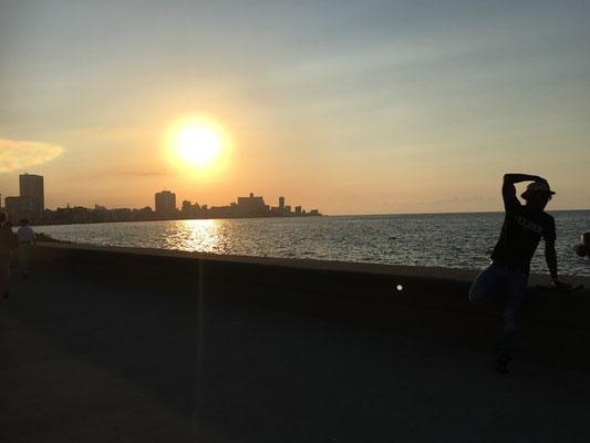 Coucher de soleil sur le Malecon de La Havane