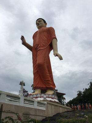 Bouddha marchant de Ranawana