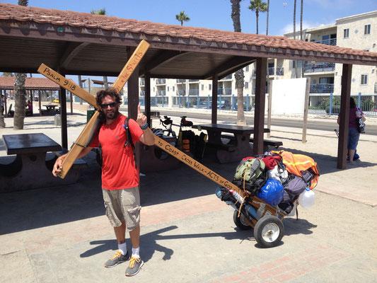 Brian, qui traverse les USA à pied avec sa croix