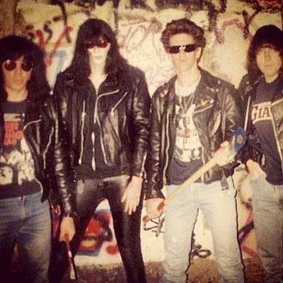 Ramones en el Muro de Berlin