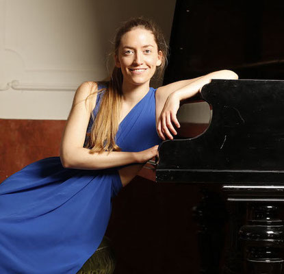 Tonja Cuic, pianist and piano instructor gives online piano lessons live