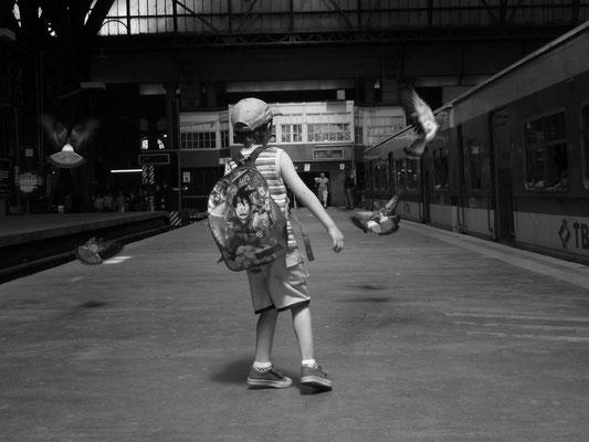 Geometria Feliz: Ivan y los pajaros ( Estacion Retiro, 2011 )