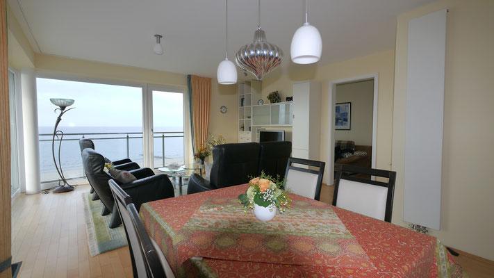 Die offene Küche der Ferienwohnung bietet Ihnen auch Meerblick