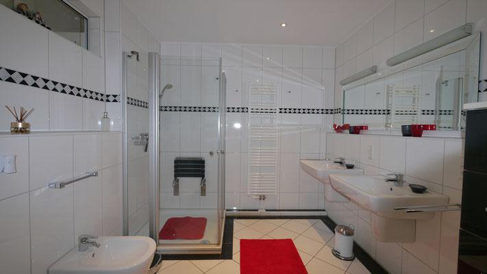 Das Badezimmer der Ferienwohnung Nr. 13 im Strandpalais Duhnen