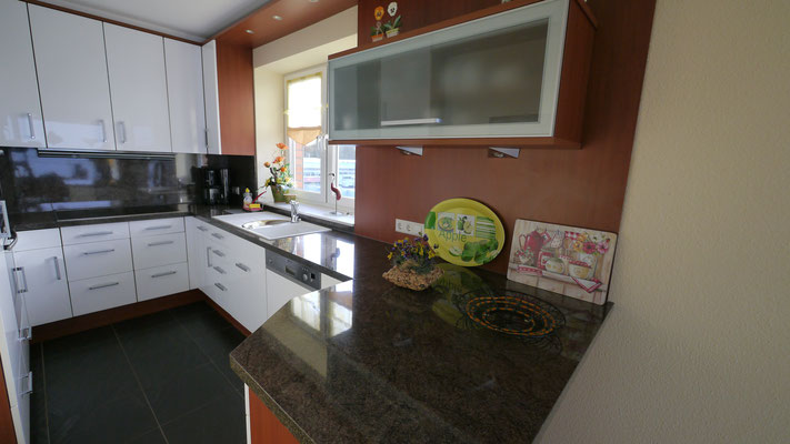 Die moderne Küche mit Meerblick