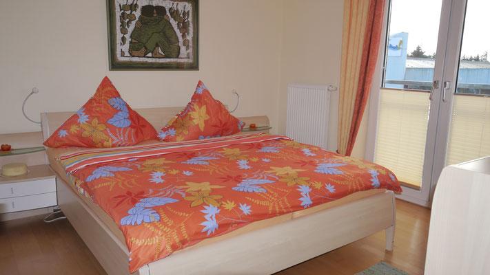 Das Schlafzimmer der Ferienwohnung Nr. 13 im Strandpalais Duhnen