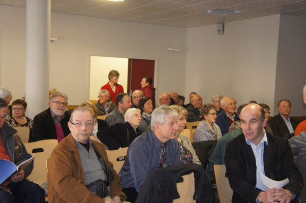 Eric Assier, maire de Condé-en-Brie en pleine discussion avec son collègue de Montmirail, Etienne Dhuicq.