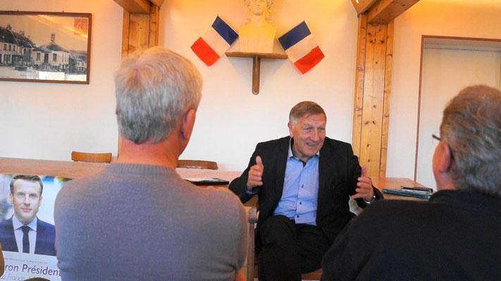 Arrivé... à la bourre, Jacques Krabal, soutien d'Emmanuel Macron, a évoqué plusieurs mesures du projet du candidat à l'élection présidentielle.