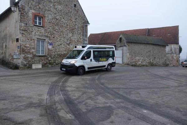 Les habitants des bourgs voisins de Condé-en-Brie, peuvent utiliser le Transport À la Demande pour se rendre chaque vendredi à la Maison de l'agglo.